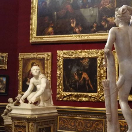statues and paintings inside uffizi gallery